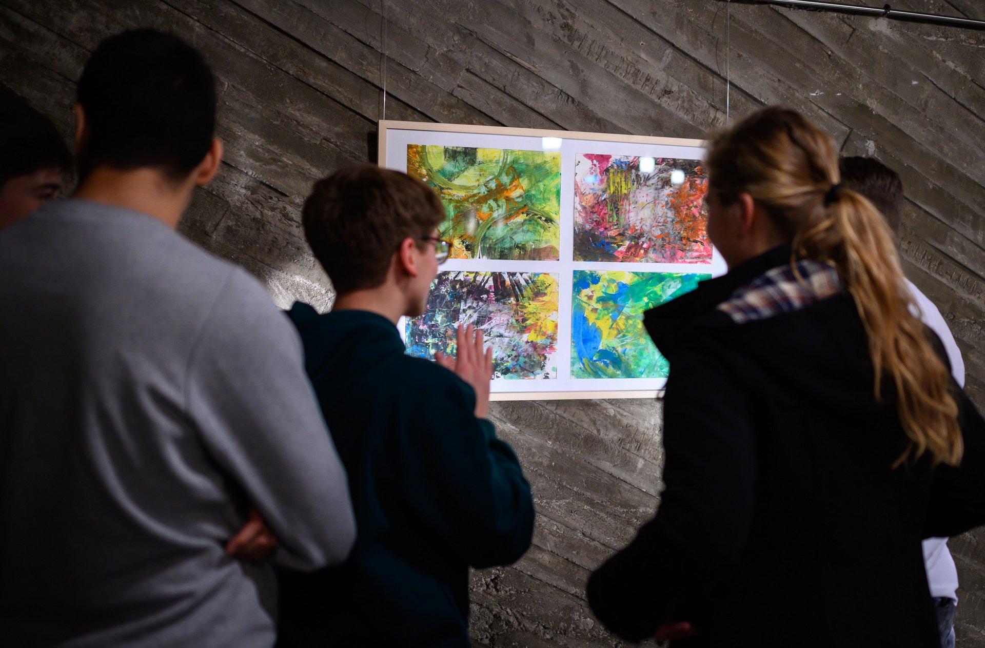 Ausstellung des Kunst-Leistungskurses des Elisabeth-von-Thüringen-Gymnasiums in der Kulturkirche Ost Köln