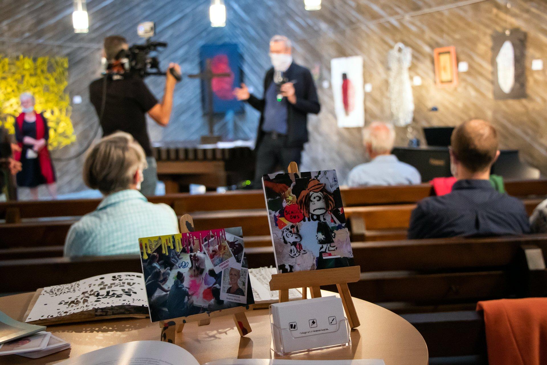 Einzigartige Kunst Alles außer artig Ausstellung in der Kulturkirche Ost Köln