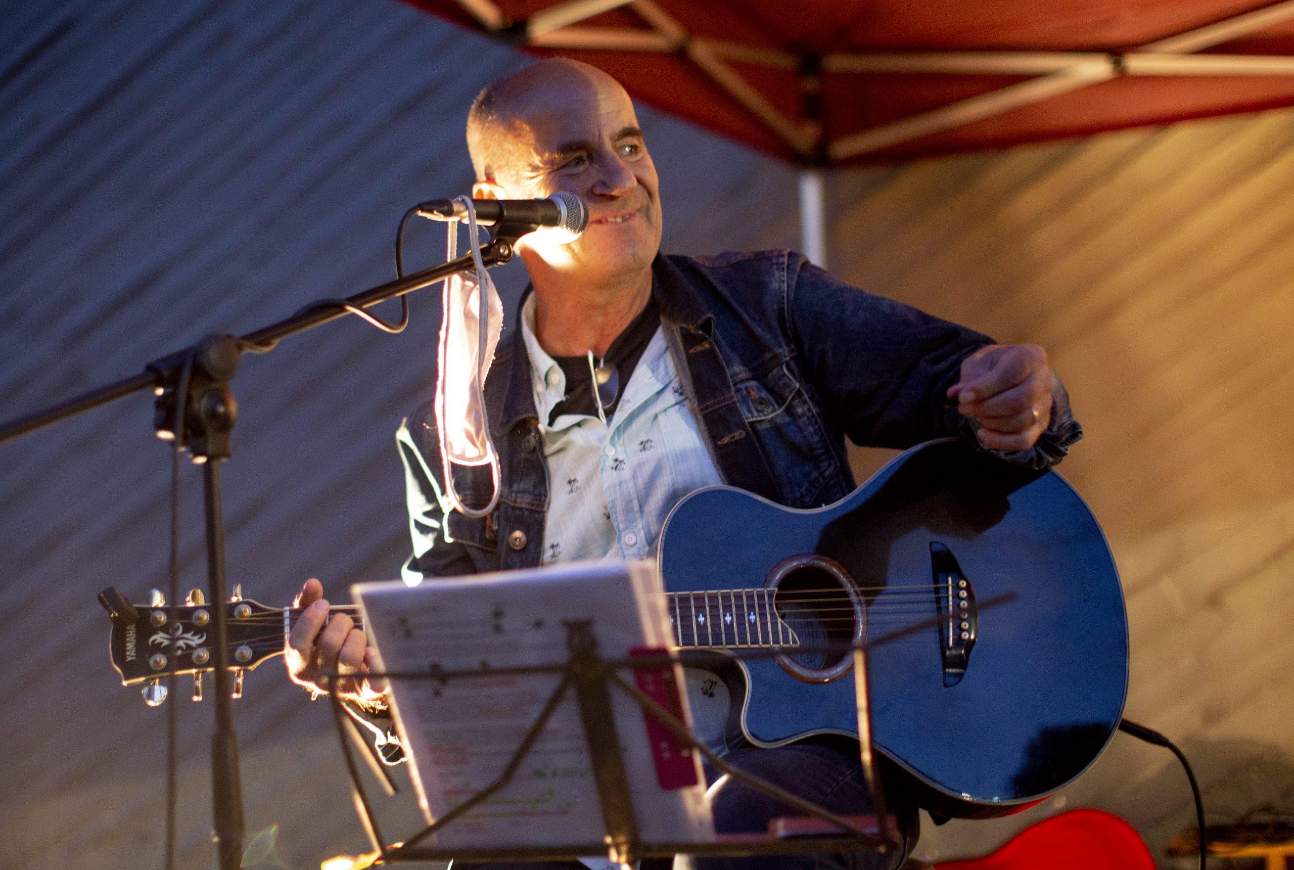 Lino Wischeid von der Band Heartliners beim Doppelkonzert an unserer KULTURKIRCHE OST. Foto: Thilo Schmülgen